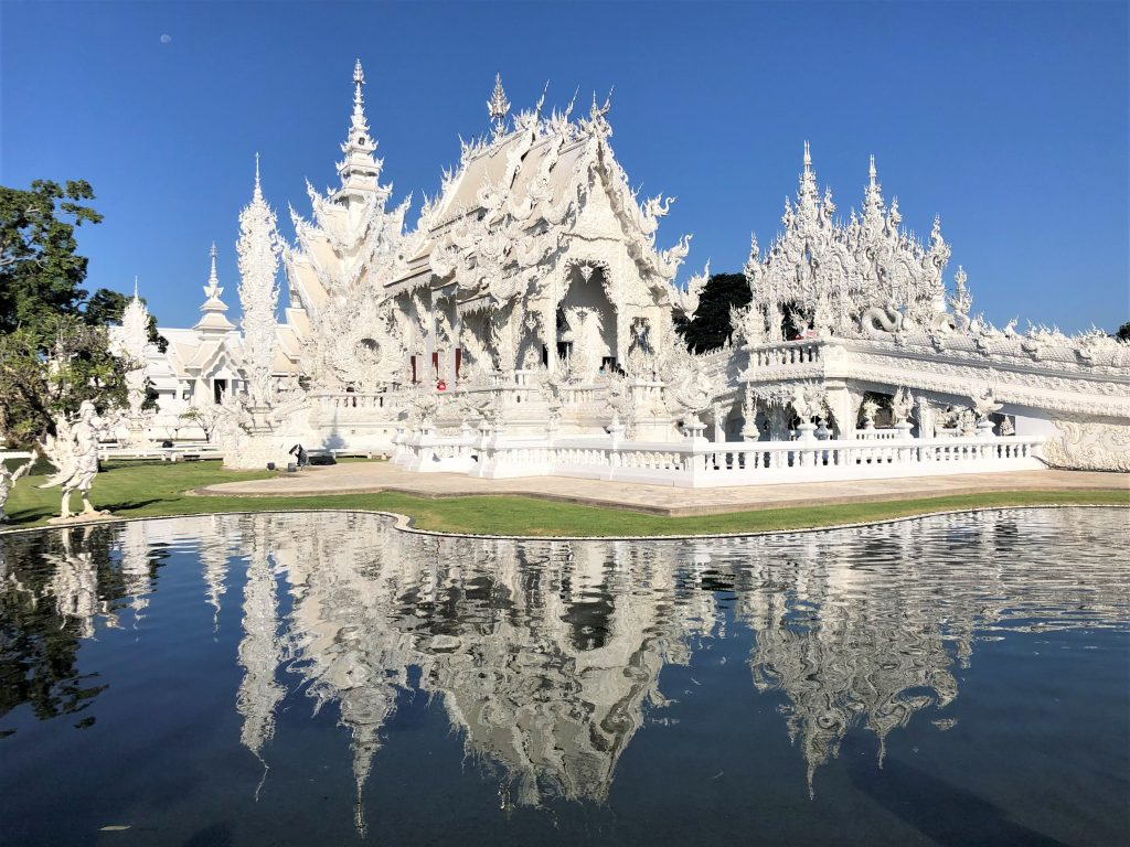 a picture of wat rong khun white temple chiang rai thailand
